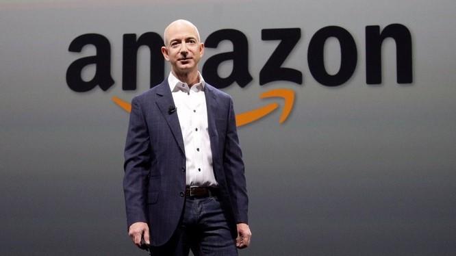 Theo thống kê đầu năm 2018, tổng tài sản ước tính của CEO Amazon, Jeff Bezos là 105 tỷ USD, vượt qua kỷ lục của ông Bill Gates năm 1999. Nguồn: Fortune