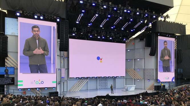 CEO của Google, Sundar Pichai thuyết trình tại buổi khai mạc Google I/O 2018. Nguồn: TheVerge