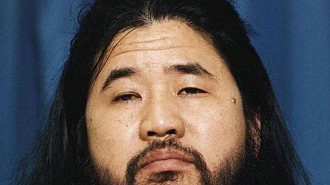 Shoko Asahara là kẻ cầm đầu vụ tấn công khủng bố bằng khí độc Sarin trên các tuyến tàu điện ngầm tại thành phố Tokyo, Nhật Bản vào tháng 3/1995. Ảnh: Japan Times