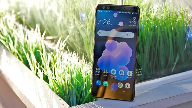HTC U12+. Ảnh: Gizmodo