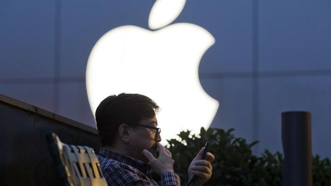 Chính sách kiểm duyệt của Trung Quốc đã tạo nên lỗ hổng nghiêm trọng trên iPhone. Ảnh: AP