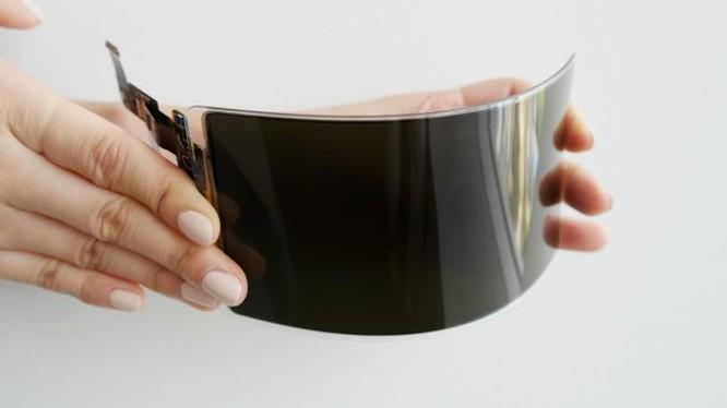 Samsung đã phát triển thành công tấm nền OLED uốn dẻo. Ảnh: Samsung