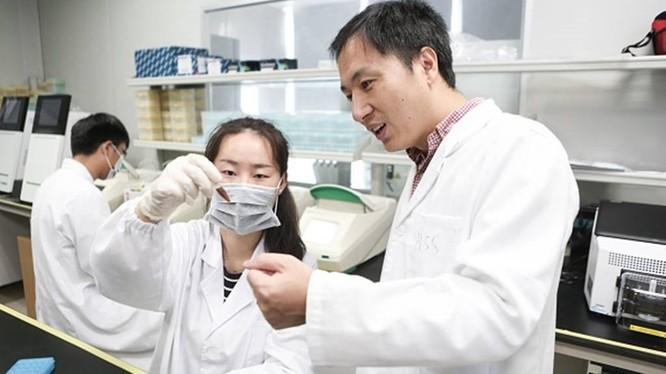 Ông He Jiankui và nhóm nghiên cứu chỉnh sửa gene trên người. Ảnh: BI