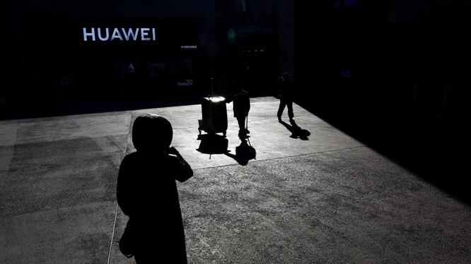 Huawei sắp không còn đất sống tại Mỹ. Ảnh: Tek Portal