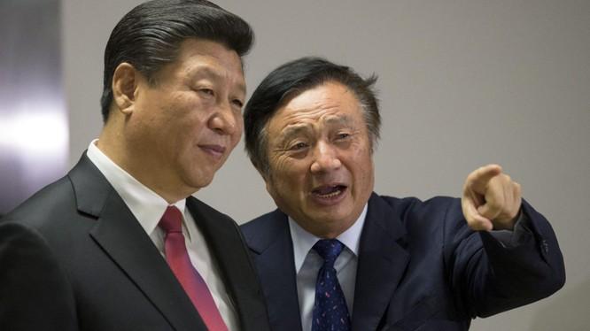 Giám đốc điều hành Huawei Nhậm Chính Phi và Chủ tịch Trung Quốc Tập Cận Bình. Ảnh: SCMP.