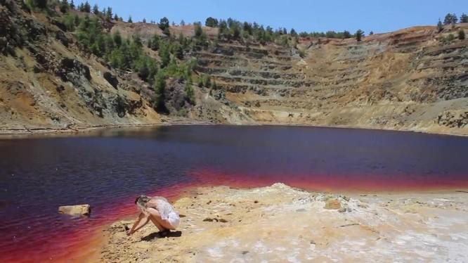 Hồ Mitsero Đỏ