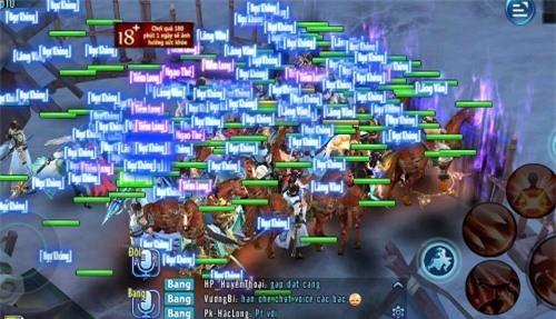 Cảnh chen chúc của người chơi trong Võ lâm truyền kỳ mobile.
