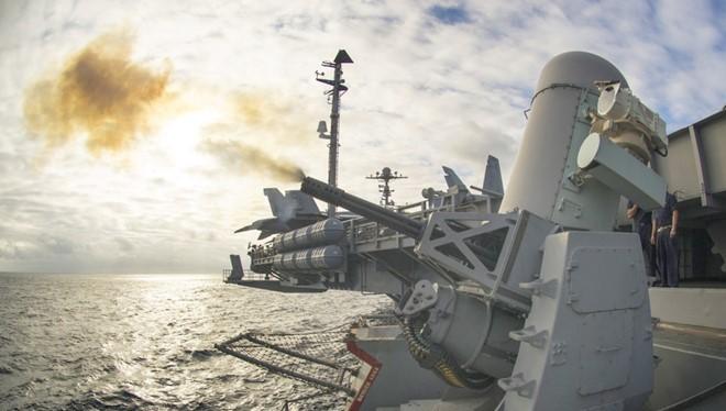 Các vũ khí hiện tại chưa được phép tự ra quyết định tấn công. Ảnh: US Navy.