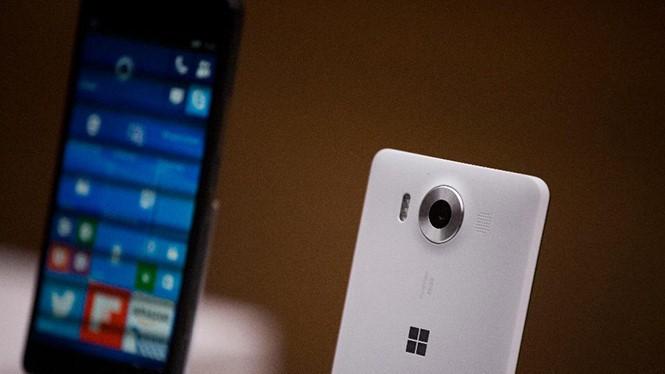 Doanh số thiết bị thông minh của Microsoft được dự báo chỉ tăng trở lại vào năm sau ẢNH: AFP
