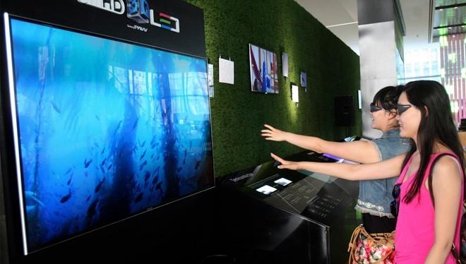 TV 3D dần lạ lẫm với người dùng phổ thông những năm gần đây. Ảnh: AP.