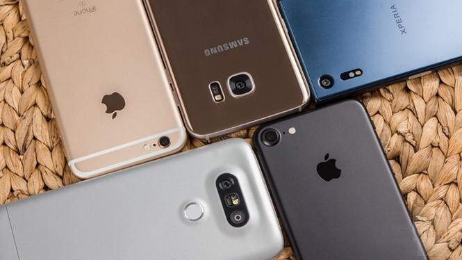 Sẽ có nhiều smartphone được chú ý ra mắt trong năm 2017. Ảnh AFP