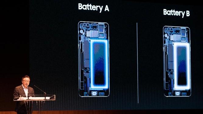 Giám đốc mảng di động của Samsung là Koh Dong-jin đang giải thích về lỗi phát nổ của Note 7 tại một buổi họp báo ở Seoul hôm 23/1