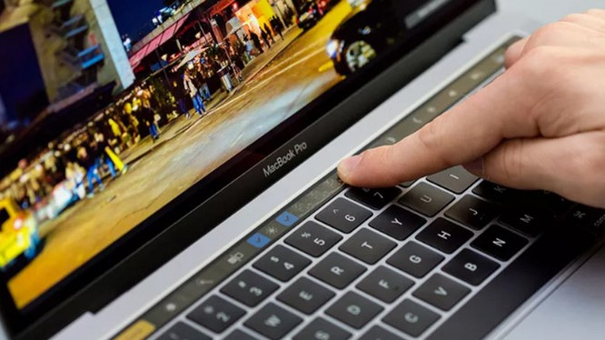 Dải cảm ứng Touch Bar là một điểm nhấn mới có trong mẫu máy MacBook Pro 2016