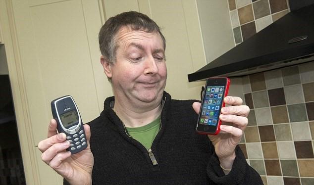 Dave Mitchell và chiếc điện thoại đã đi theo ông 17 năm