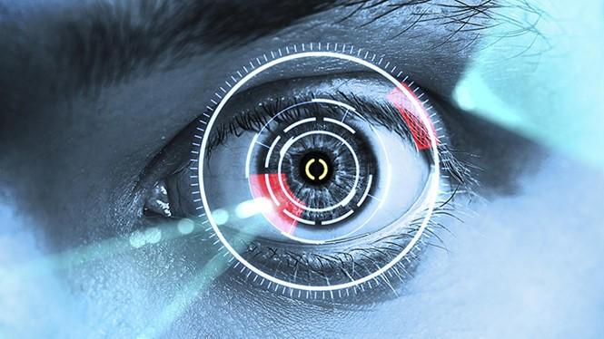 iPhone 8 nhiều khả năng sẽ là sản phẩm đầu tiên của Apple hỗ trợ mở khóa máy bằng mống mắt ẢNH: AFP