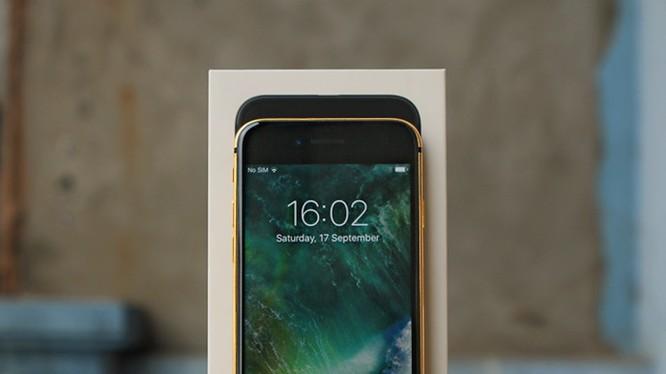 iPhone 7 mạ vàng dung lượng 32GB có giá bán từ 35 triệu đồng.