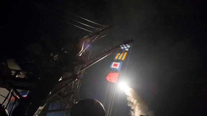Tên lửa Tomahawk được phóng lên từ tàu USS Ross (DDG 71)