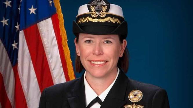 Trung tá hải quân Andria L. Slough.