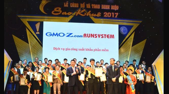 Đại diện RunSystem tại lễ trao giải.