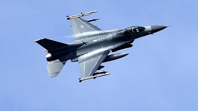 Máy bay F 16