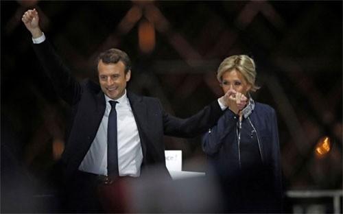 Tân Tổng thống Pháp Emmanuel Macron và đệ nhất Phu nhân Brigitte Macron