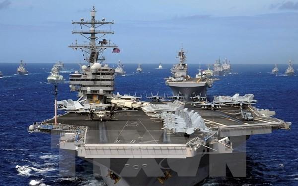Tàu sân bay USS Ronald Reagan hoạt động trên biển. (Nguồn: EPA/TTXVN)