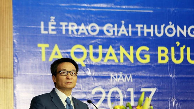 Phó Thủ tướng Vũ Đức Đam phát biểu tại lễ trao giải thưởng Tạ Quang Bửu 2017. Ảnh: Loan Lê.