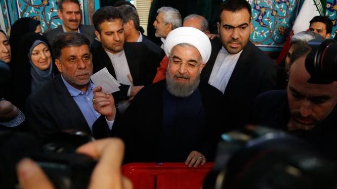 Ông Hassan Rouhani bỏ phiếu tại điểm bầu cử Ershad