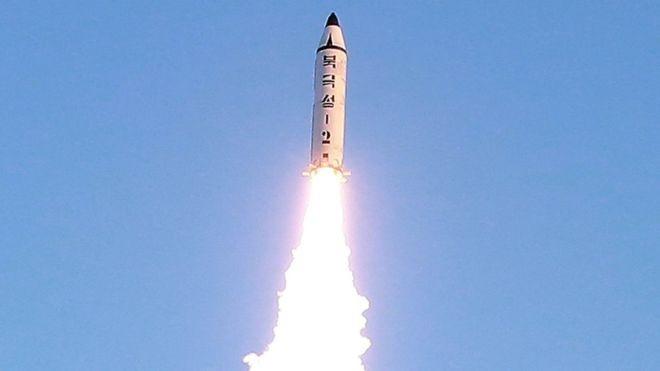 Bình Nhưỡng nói rằng tên lửa mà họ mới thử nghiệm là loại Pukguksong-2. Ảnh BBC