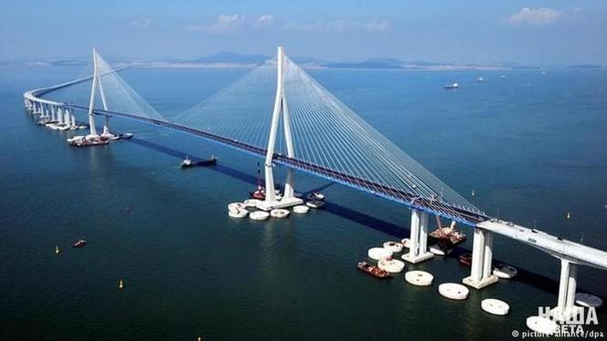 Mô hình cầu Kerch nối Crimea với đất liền của Nga