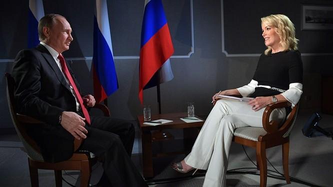 Phóng viên Megyn Kelly phỏng vấn Tổng thống Nga Vladimir Putin