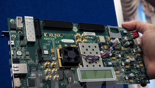 Sản phẩm vi mạch được trưng bày tại Hội nghị quốc tế về công nghệ bán dẫn và vi mạch. (Ảnh minh họa: Hoàng Hải/TTXVN)
