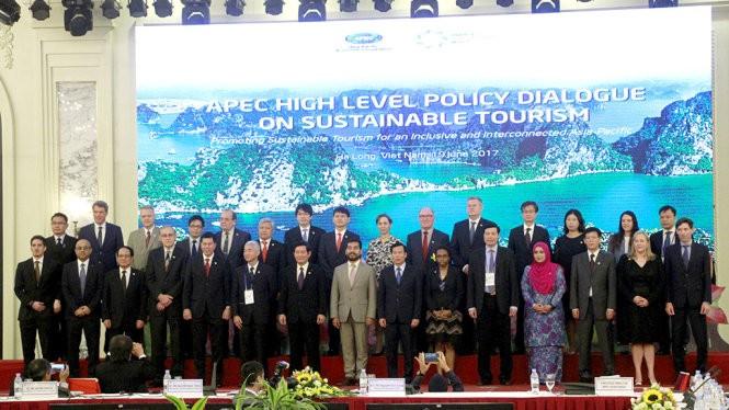 Đại diện các nền kinh tế thành viên APEC tham dự đối thoại - Ảnh: ĐỨC HIẾU
