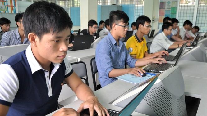 Lương ngành công nghệ thông tin đều nằm trong top 10 ngành có mức lương trung bình cao tại Việt Nam. Ảnh minh hoạ: Internet.