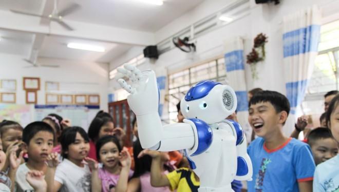 NAO mang đến giờ học tiếng Anh sôi động cho học sinh