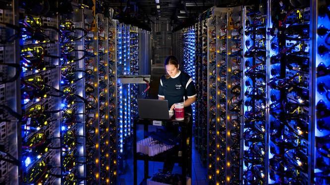 Bên trong Trung tâm dữ liệu của Google tại The Dalles, Oregon. Ảnh: Google