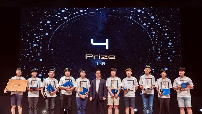 Các sinh viên đoạt giải Tư tại Samsung Collegiate Programming Cup 2017. (Nguồn: Samsung Việt Nam)