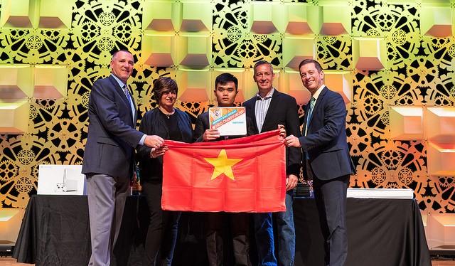 Hình ảnh trao giải thưởng cho đoàn Việt Nam