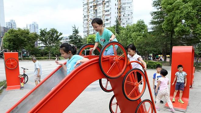 Bánh xe được dùng để chế tạo khung các bộ phận trong công viên vui chơi