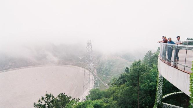 Kính viễn vọng FAST nhìn từ sàn quan sát