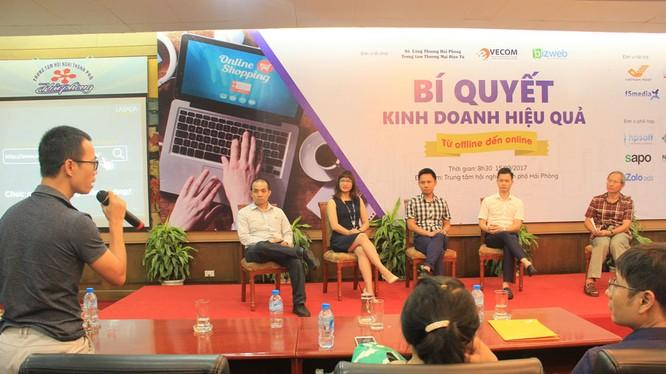 Các chuyên gia trao đổi tại hội thảo.