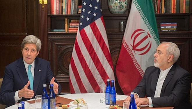 Ngoại trưởng Mỹ John Kerry gặp đồng cấp Iran Javad Zarif ngày 22/4/2016 (Ảnh: Getty Images)