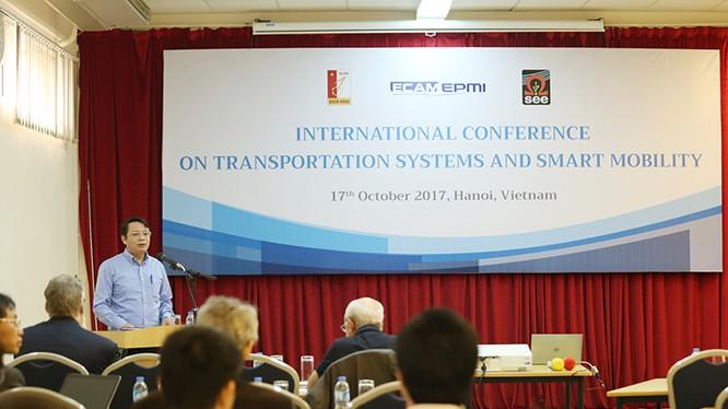Ông Tạ Việt Dũng phát biểu tại hội thảo. Ảnh: Lê Loan