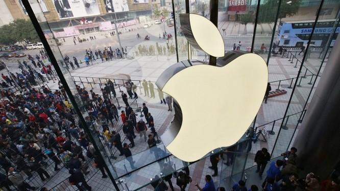 Cửa hàng Apple tại Vương Phủ Tỉnh, một trong những thành phố mua sắm lớn nhất Bắc Kinh (ảnh: SCMP)