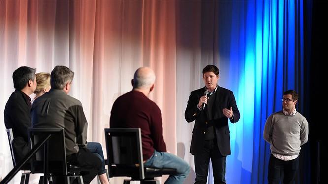 Brian Bosché và Dan Bloom của nhóm khởi nghiệp Slope đang thuyết trình trong Ngày Startup GeekWire 2016. Ảnh: GeekTime