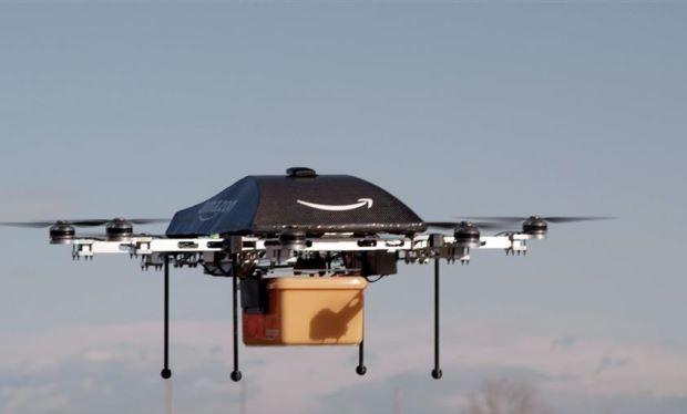 Hệ thống của chiếc UAV giao hàng cho phép kiểm soát các mảnh của nó rơi xuống địa điểm ít gây nguy hiểm cho người và công trình dưới mặt đất. Ảnh Amazon/AFP