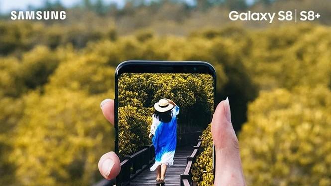"""Tính năng xóa phông kết hợp với màn hình vô cực và màn hình vô cực Galaxy S8 giúp giới trẻ thỏa sức sáng tạo những bộ ảnh phong cách """"Follow Me"""" (Theo em đi khắp thế gian)"""