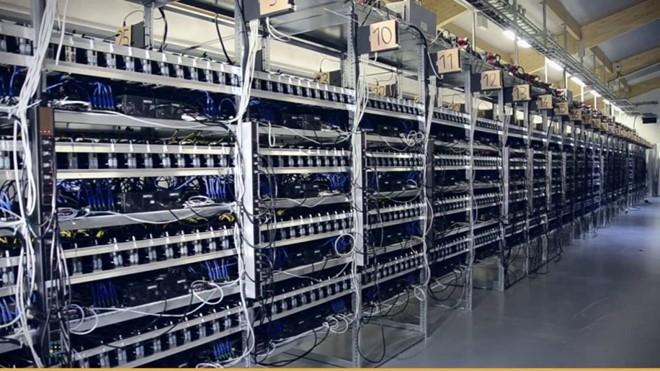 Máy đào Bitcoin không nằm trong danh mục cấm nhập khẩu. Ảnh: HQO.