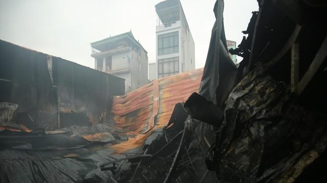Vụ cháy thiêu rụi 1.000 mét nhà xưởng