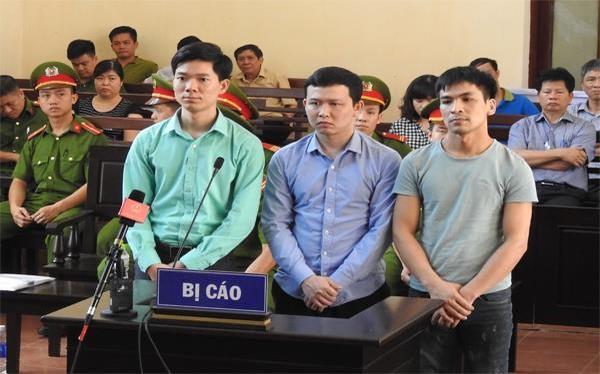 Các bị cáo trong phiên tòa diễn ra tại Hòa Bình
